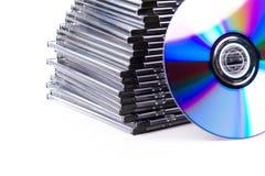 Pila di CD-caselle con CD Fotografia Stock