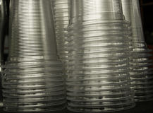 Pila di chiara tazza di plastica Fotografia Stock