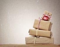 Pila di contenitori di regalo handcrafted Fotografia Stock Libera da Diritti