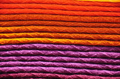 Pila di coperte tessute tradizionali dell'alpaga Immagine Stock
