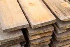 Pila di costruzione di legno naturale del fondo di struttura dei bordi beige leggeri Fotografia Stock Libera da Diritti