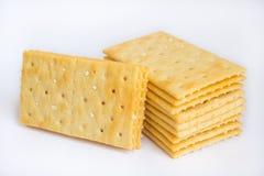 Pila di cracker del burro su fondo bianco Immagini Stock Libere da Diritti