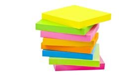 Pila di cuscinetti di nota appiccicosi immagine stock