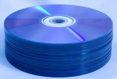 Pila di dischi di CD/DVD Fotografie Stock Libere da Diritti