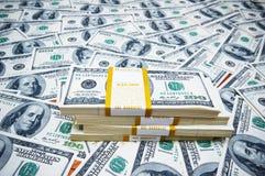 Pila di dollari su soldi b Fotografia Stock Libera da Diritti