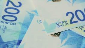 Pila di fatture di soldi israeliane dello shekel 200 - filtri a sinistra archivi video
