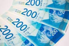 Pila di fatture di soldi israeliane 200 dello shekel - vista superiore fotografia stock libera da diritti