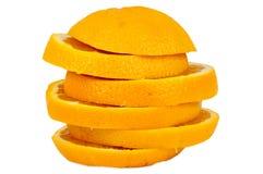 Pila di fette arancio su fondo bianco Fotografie Stock