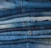 Pila di fondo delle blue jeans Fotografia Stock