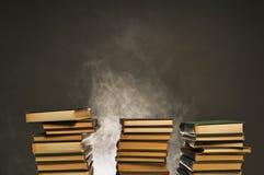Pila di fuoco senza fiamma di libri Fotografia Stock Libera da Diritti