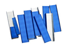 Pila di graffette blu Fotografie Stock Libere da Diritti