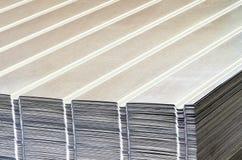 Pila di lamiera di acciaio ondulata Fotografie Stock