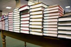 Pila di libri alla libreria Fotografia Stock