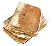 Pila di libri antichi isolati su bianco Fotografia Stock