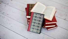 Pila di libri classici Fotografie Stock Libere da Diritti