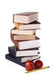 Pila di libri con copertina rigida su bianco Fotografia Stock