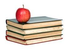 Pila di libri con la mela rossa Fotografie Stock