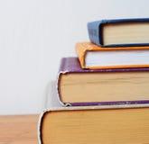 Pila di libri con spazio per il vostro testo Fotografie Stock