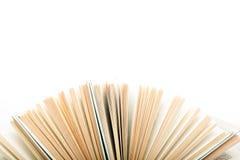 Pila di libri del hadrback su fondo bianco Concetto di istruzione delle biblioteche Di nuovo al banco Copi lo spazio immagine stock