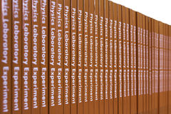 Pila di libri di fisica Immagini Stock Libere da Diritti