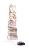 Pila di libri e di mouse del calcolatore Immagini Stock Libere da Diritti