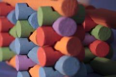 Pila di libri macchina colorati del giocattolo Fotografie Stock Libere da Diritti
