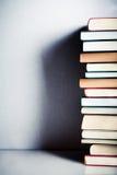 Pila di libri molto alta Fotografia Stock