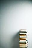 Pila di libri molto alta Immagine Stock