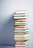 Pila di libri molto alta Immagine Stock Libera da Diritti