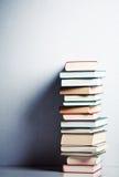 Pila di libri molto alta Fotografia Stock Libera da Diritti