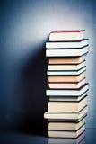 Pila di libri molto alta Immagini Stock