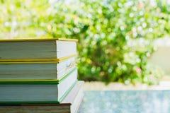 Pila di libri per il concetto di istruzione Fotografia Stock Libera da Diritti