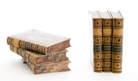 Pila di libri rilegati di cuoio immagine stock