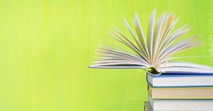 Pila di libri, spazio della copia libera fotografie stock libere da diritti