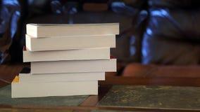 Pila di libri su una tabella fotografia stock libera da diritti