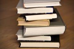 Pila di libri sul pavimento Fotografia Stock