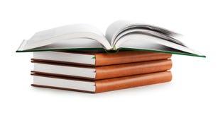 Pila di libro con il libro aperto Fotografia Stock Libera da Diritti