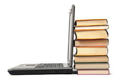 Pila di libro e di computer portatile Fotografia Stock