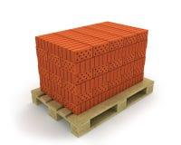 Pila di mattoni arancioni sul pallet Fotografia Stock Libera da Diritti