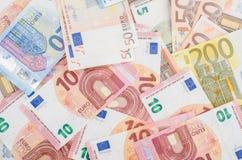 Pila di molte euro banconote Immagini Stock