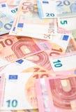 Pila di molte euro banconote Immagini Stock Libere da Diritti