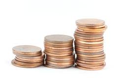 Pila di monete tailandesi del bagno fotografie stock
