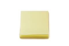 Pila di note di Post-it gialle in bianco Fotografia Stock Libera da Diritti