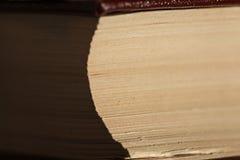 Pila di pagine di carta dei libri Immagine Stock