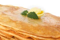Pila di pancake. crepes con con burro immagine stock