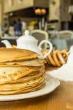 Pila di pancake sottili Fotografia Stock