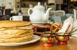 Pila di pancake sottili Immagini Stock Libere da Diritti