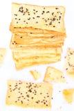 Pila di pane crunchy con sesamo sulla parte superiore Fotografie Stock Libere da Diritti