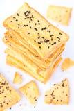 Pila di pane crunchy con sesamo sulla parte superiore Fotografia Stock