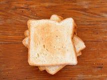 Pila di pani tostati appeni preparato Immagine Stock